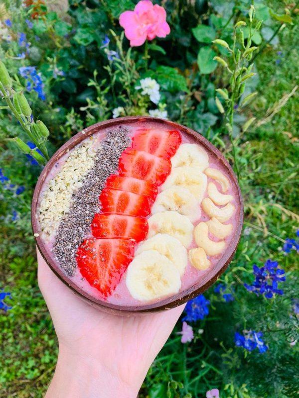 Kokosová miska s raňajkovým receptom
