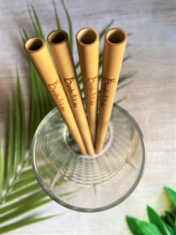 Bambusové slamky v pohári