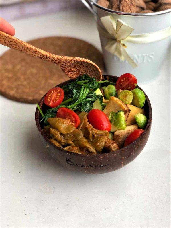 kokosová miska a lyžica s receptom